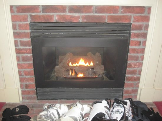 Green Mountain Inn: We loved having the fireplace in our room!