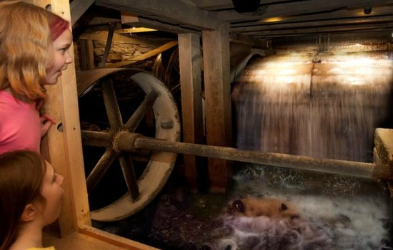 Meredith, نيويورك: Watch the waterwheel begin to turn, and then provide power to the mill
