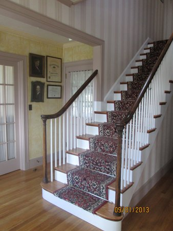 The Brewster Inn: Foyer with stairs to second floor