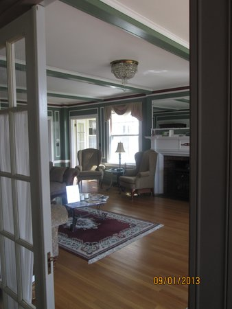 The Brewster Inn: Peeking into the living room from foyer