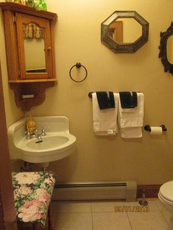 The Brewster Inn : Bathroom of Honeymoon Suite