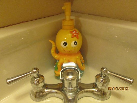 The Brewster Inn : Touch of whimsey in each bathroom