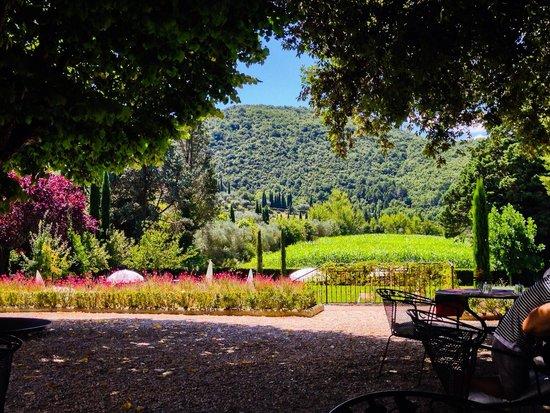 Villa di Piazzano : pranzo in giardino