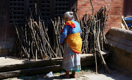 Changu Narayan: femme népalaise...