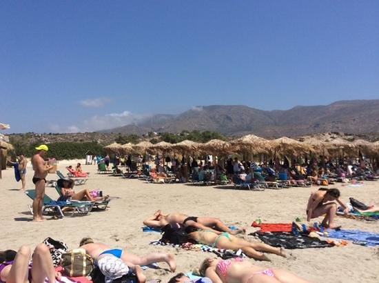 Elafonissi  Beach: Arrive early to get a sunbed.