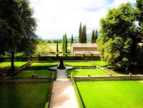 Villa di Piazzano : giardino...1