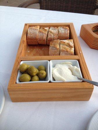 La Terraza: Lækkert brød, som man dog kommer til at betale for