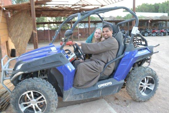 Plaza Safari Excursions: фото на память с Валидом на кар багги