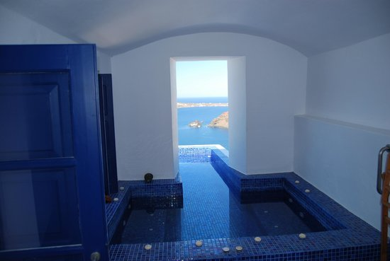 Ikies - Traditional Houses: indoor/outdoor pool/jacuzzi- an absolute highlight of the room!