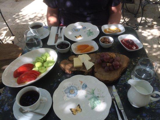 BeyEvi Hotel : Breakfast