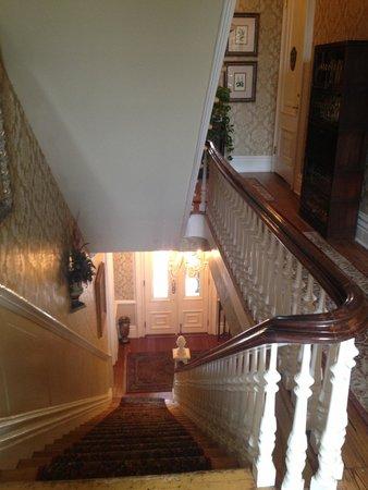 Hamilton-Turner Inn: Stairways