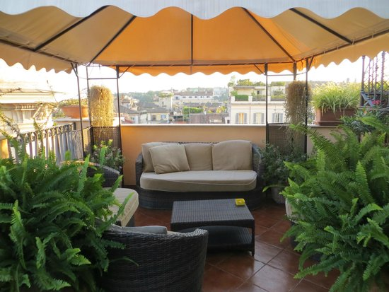 Boutique Hotel Campo de Fiori: Bi-level terrace, this is on the lower level so you can sit in the hot sun.