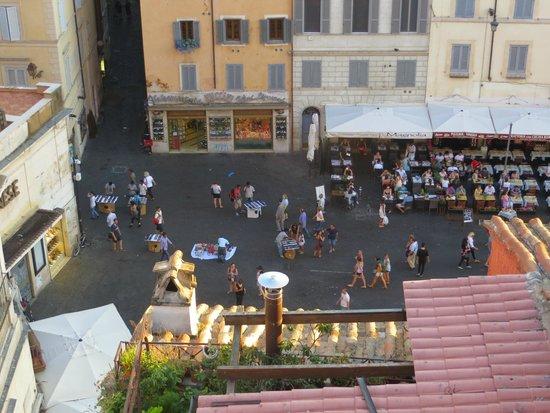 Boutique Hotel Campo de Fiori: Down in the piazza.