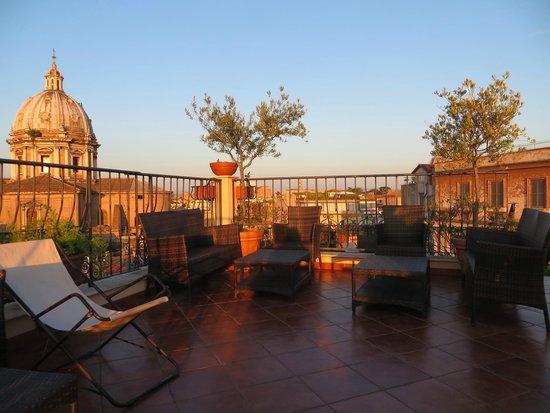 Boutique Hotel Campo de Fiori: Evening Approaching.