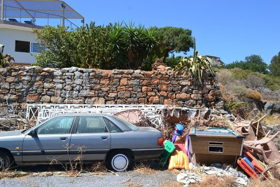 Elounda Residence : Tip in car park!