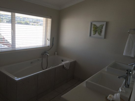 The Robberg Beach Lodge : Bathroom