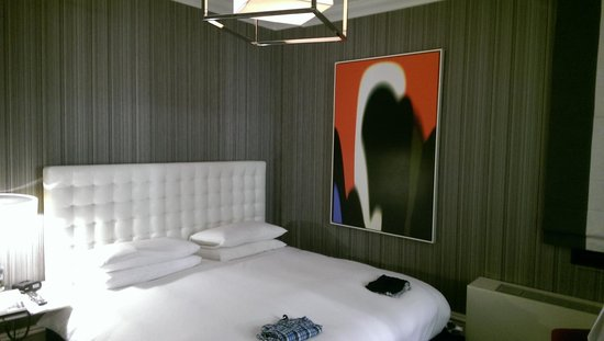 Moderne Hotel: Our room - post service