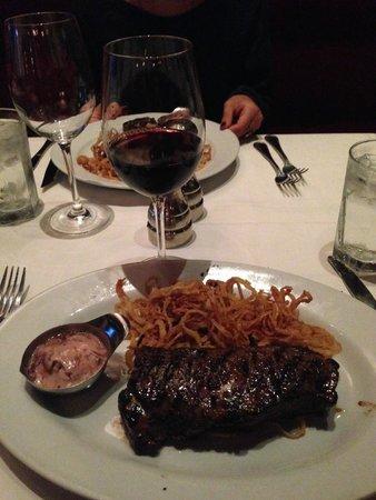 Hyde Park Prime Steakhouse : New York Strip