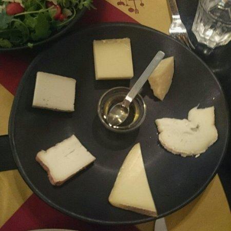 Aperitivo Et Al: mixチーズ 十ユーロくらい