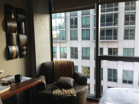 dana hotel and spa: Great windows and comfy chair/beds.