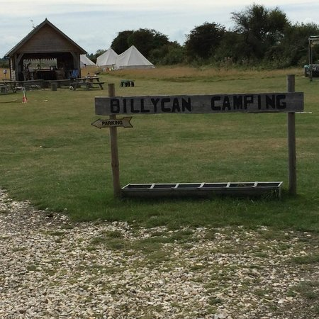 Billycan Camping: Entrance sign and common area