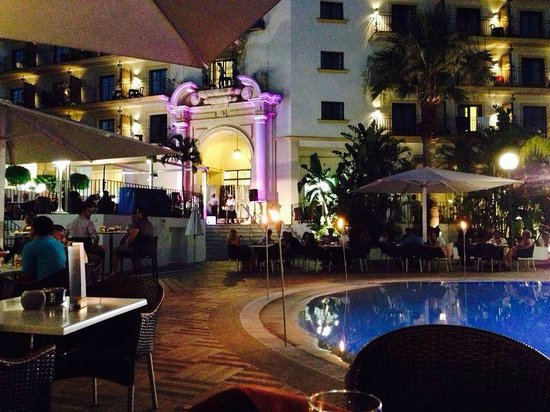 H10 Andalucia Plaza: The pool at night