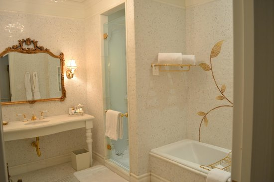 The Plaza: The sumptuous bathroom