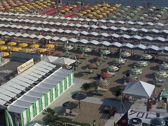 Hotel Clipper: Spiaggia 104.....Spazio tra tende.