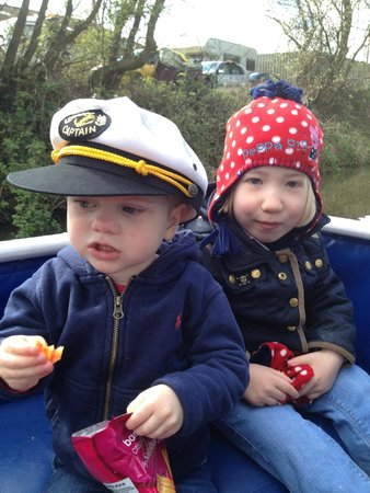 New Horizons Canal Boat: The Kids