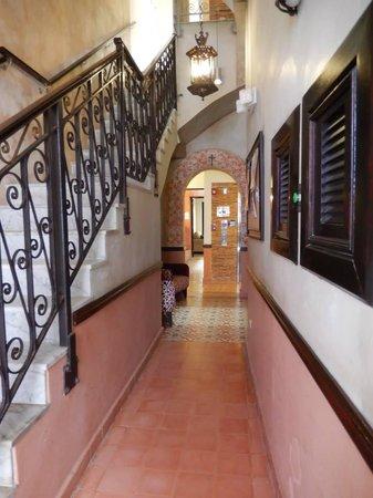 La Terraza de San Juan: 1st floor hall.