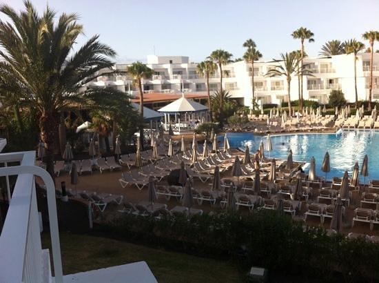 ClubHotel Riu Paraiso Lanzarote Resort : packed like sardines