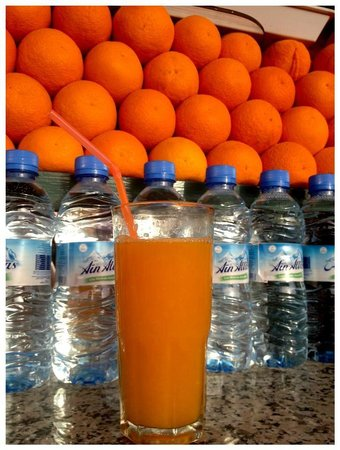 Morocco Attractive Tours : Quick Stop to get fresh OJ