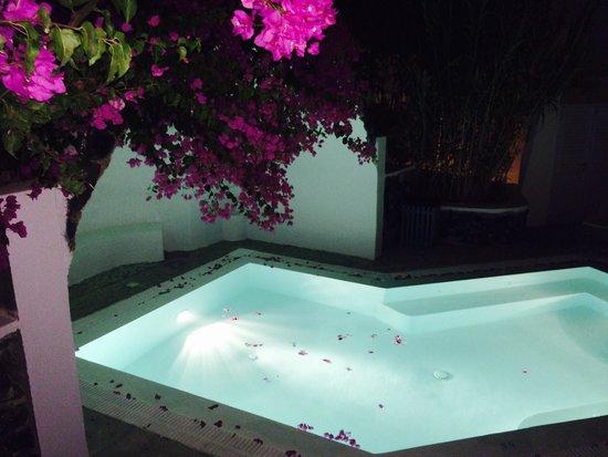 Santorini Kastelli Resort: Piscina privata junior suite