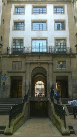 Entrada a Plaza Nueva desde Calle del Correo. Bilbao.