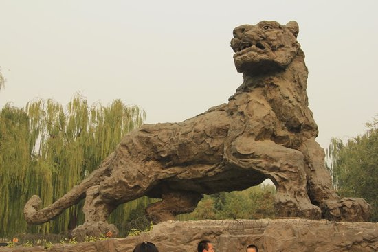 Beijing Zoo: Stone sculpture of tiger