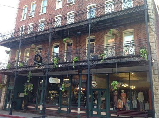 The New Orleans Hotel & Spa: The New Orleans hotel well could fit in its namesake city