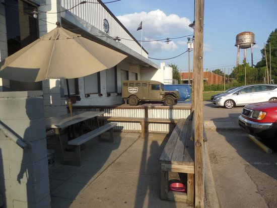 Big Boss Brewery: Outdoor decor