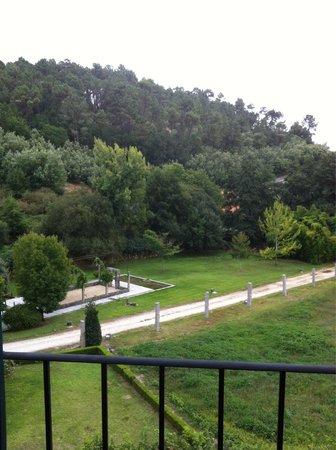 Hotel Monumento Monasteiro de San Clodio: Vista del jardín desde la habitación