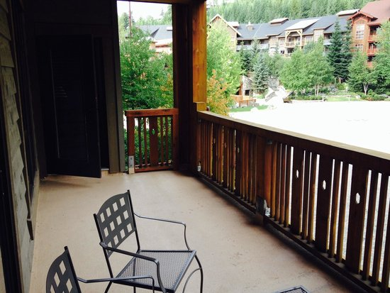 First Tracks Lodge: View from 3 bedroom balcony