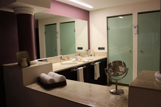 The Royal Suites Yucatan by Palladium: baño