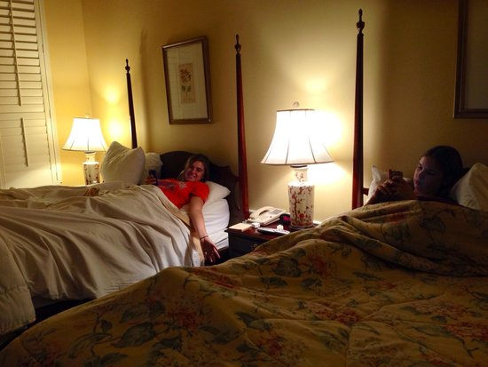 Governors Inn: Pretty poster beds