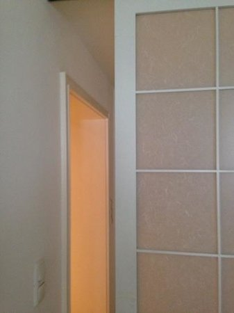 Concept Living München: luxury room shutter doors - badly fitted to not close!