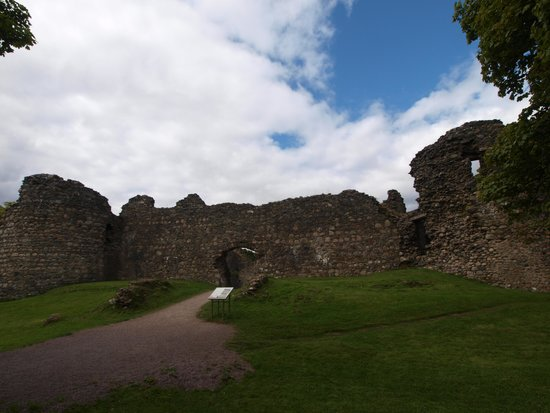 Old Inverlochy Castle : front