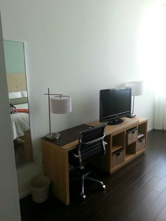 Hotel Indigo Athens-University area: PH16 Workstation/TV Stand