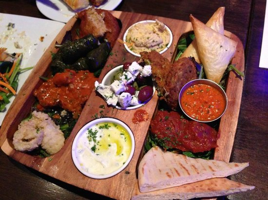 Costas Taverna Greek Restaurant and Ouzo Bar: Meze platter