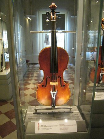 Accademia Gallery: 1716 Stradivarius Violin