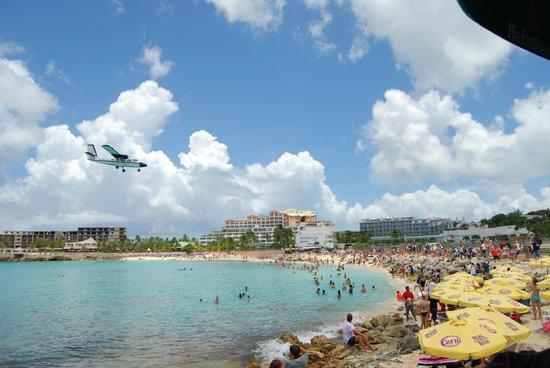 Sunset Beach Bar: Plane