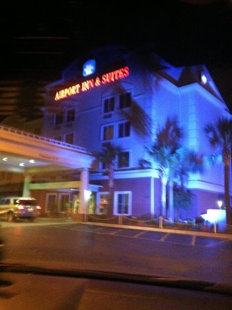 Best Western Plus Airport Inn & Suites: Outside night view