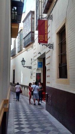 Hotel Alcantara: FACHADA