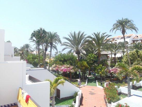 Parque Santiago III: View over pool area